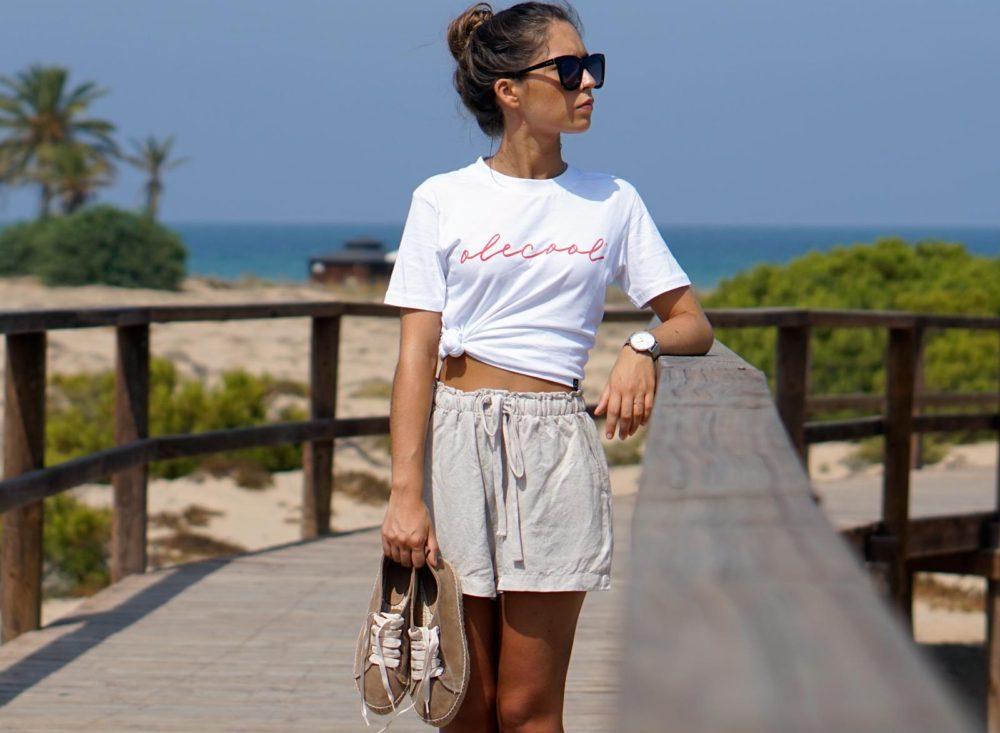 camiseta básica blanca con letras en color rojo para mujer de la marca olecool